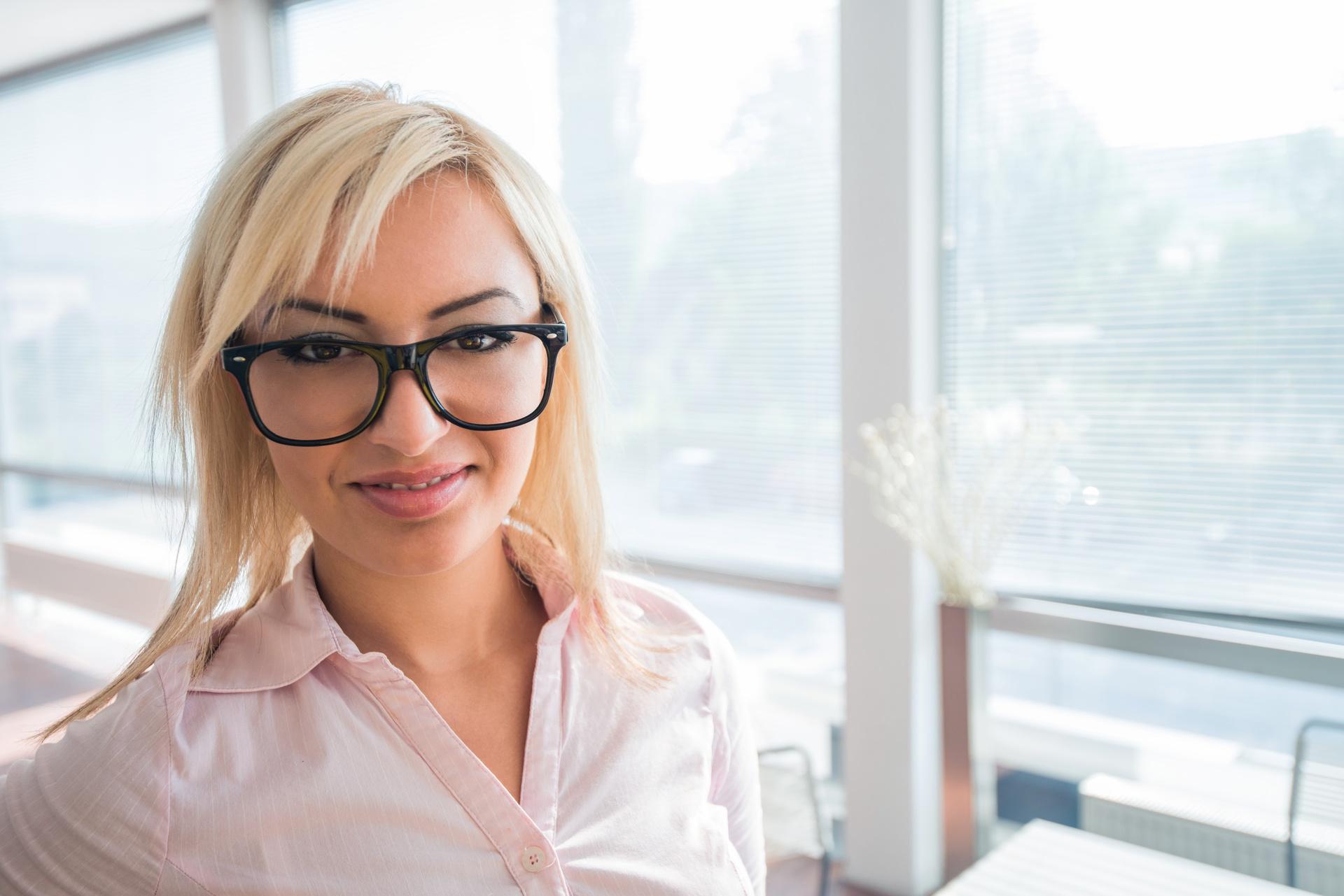 sites/83436891/handsome-businesswoman-with-glasses-posing_BKLtIhANi.jpg